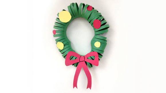 Construction paper wreath for Holiday crafts with construction paper