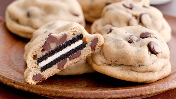 Oreo-Stuffed Chocolate Chip Cookies - Grandparents.com