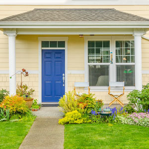 8 cheap ideas to boost your home 39 s curb appeal Curb appeal doors
