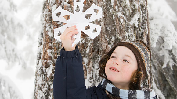 Paper plates are the perfect material for making paper snowflakes \u2014 an activity that\u0027s fun for kids of all ages.  sc 1 st  American Grandparents Association & Easy Winter Crafts Kids Love - Grandparents.com